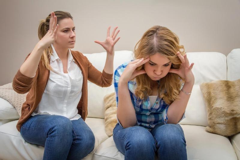 5 фраз родителей, с которых гарантированно начнется ссора с ребенком