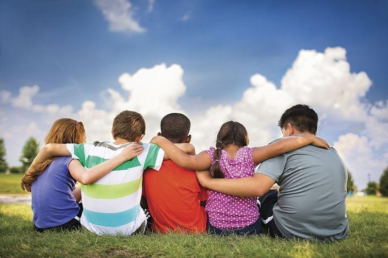 5 причин, которые мешают ребенку завести друзей