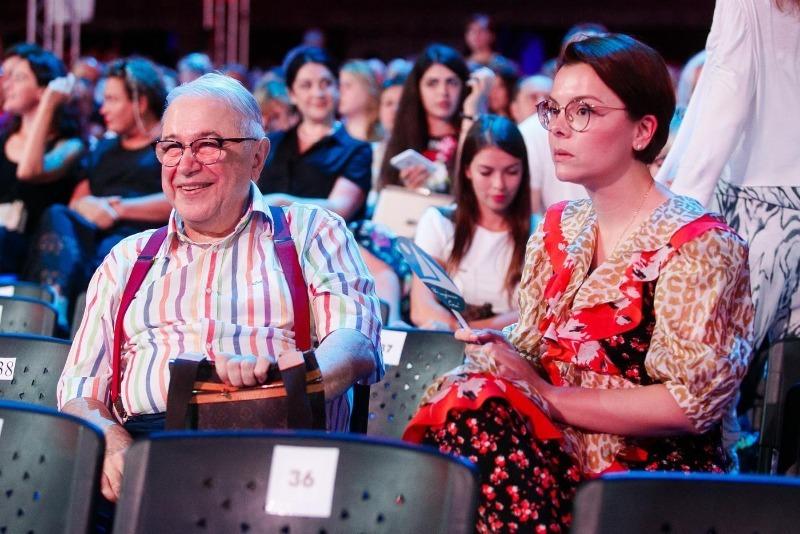 Возраст не помеха: 74-летний Евгений Петросян и его молодая жена стали родителями