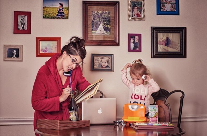 7 вредных привычек, которые дети копируют с родителей