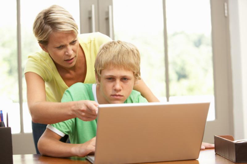 Слежу за сыном через соцсети, узнала много нового
