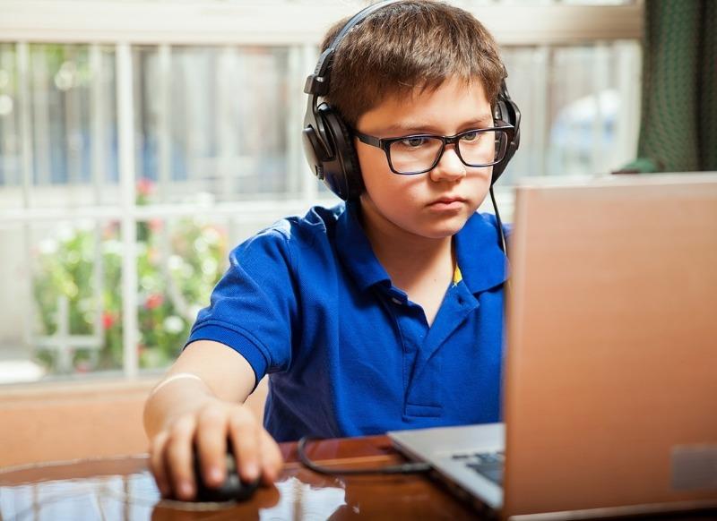 4 способа сохранить осанку ребенка во время учебы за компьютером