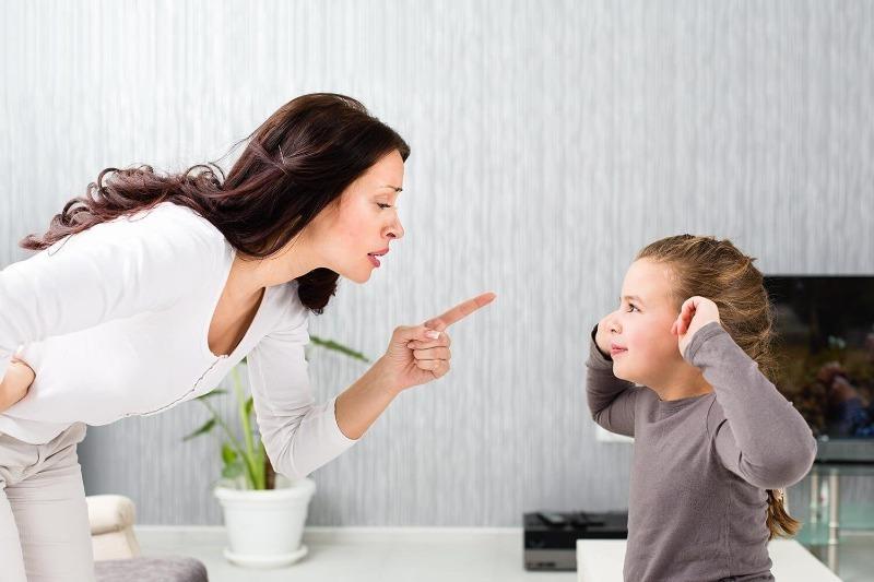 6 поступков ребенка, который любит родителей, хотя иногда кажется, что это не так