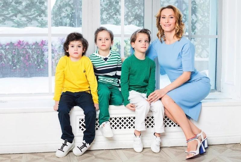 5 известных мам, которые успешно справляются с воспитанием близнецов
