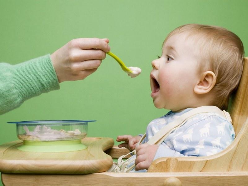 6 правил питания ребенка после года, о которых многие забывают