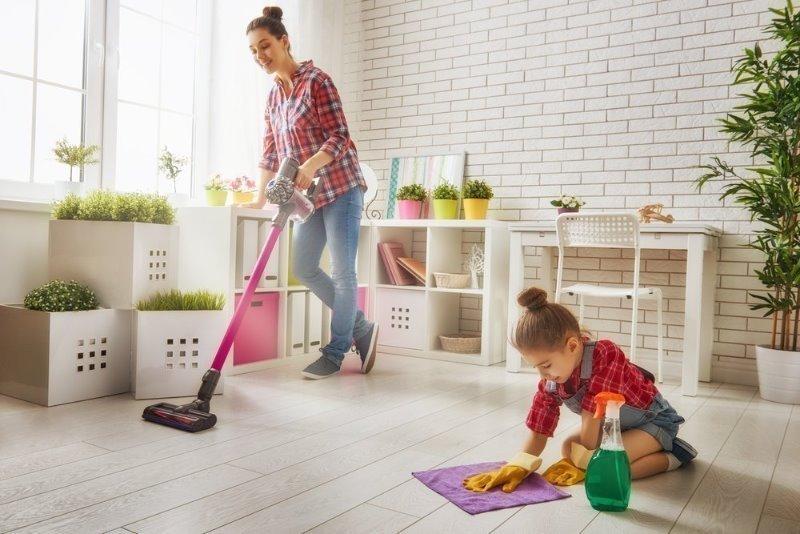 7 домашних дел, с которыми ребенок справится быстрее мамы