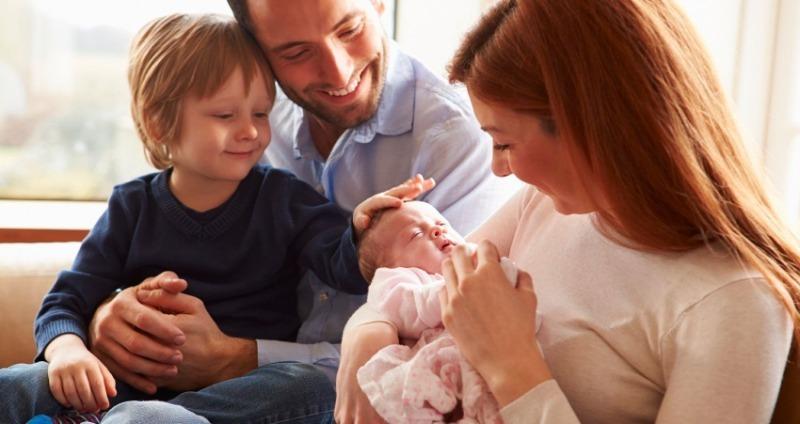 Как сохранить детство старшему ребенку после рождения младшего