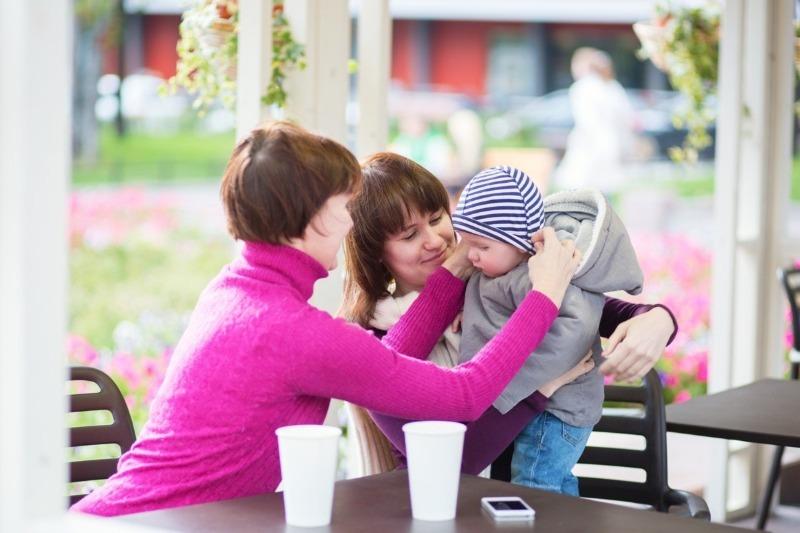 6 веских причин, почему бабушки не должны воспитывать внуков