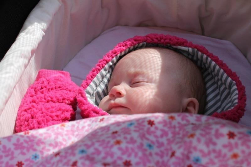 4 причины не радоваться тому, что ребенок хорошо спит в коляске