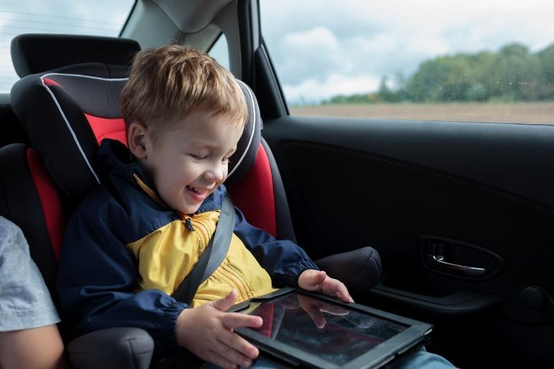 7 развивающих приложений, которые надолго займут ребенка в дороге