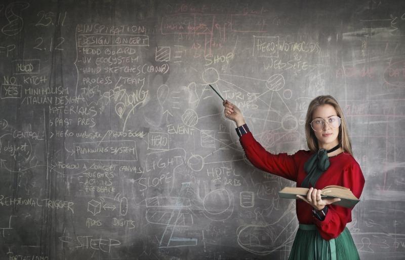 5 тысяч для учителя: за что и кому будут доплачивать с 1 сентября 2020