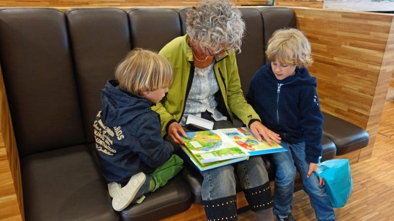 7 способов разговорить внука, если родители игнорируют проблему