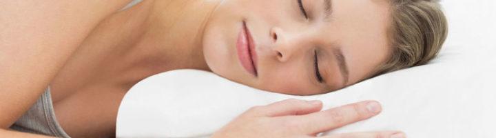 Как выбрать ортопедическую подушку для сна: какие существуют виды, формы, варианты наполнителя, особенности выбора изделия для ребёнка