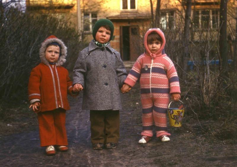 Без синтетики и на вырост: какой была детская одежда в СССР