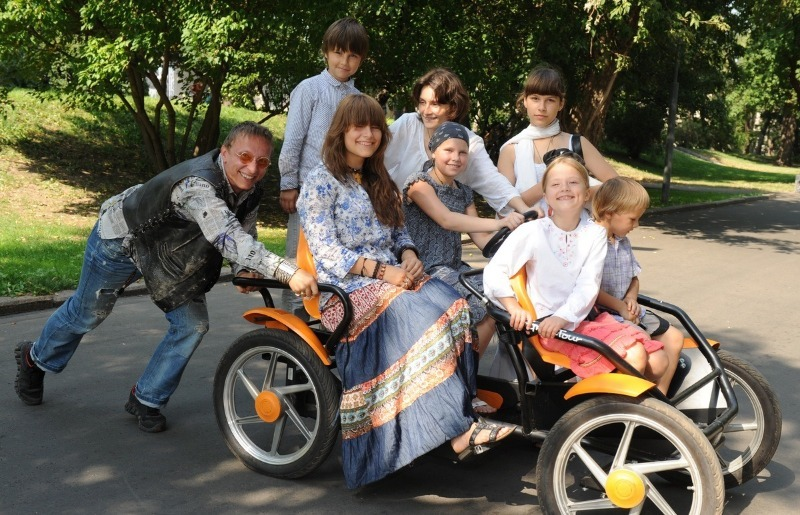 Крепкая семья: 6 детей и 25 лет семейной жизни Ивана Охлобыстина