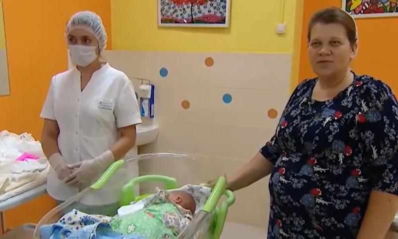 6 девочек и 8 мальчиков: москвичка Елена Ильючик в 14-й раз стала мамой