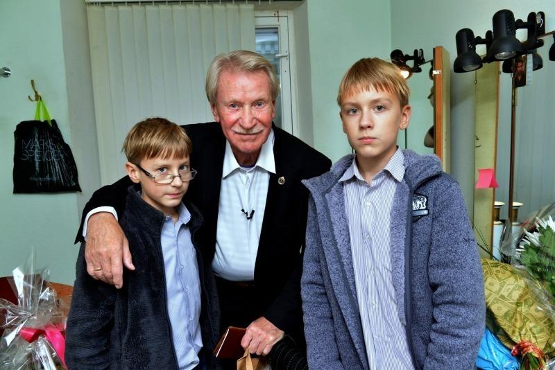 Установили рекорд: пять мужчин, которые смогли стать отцами в возрасте от 73 до 96 лет