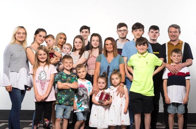 5 известных многодетных семей, в которых больше 20 детей