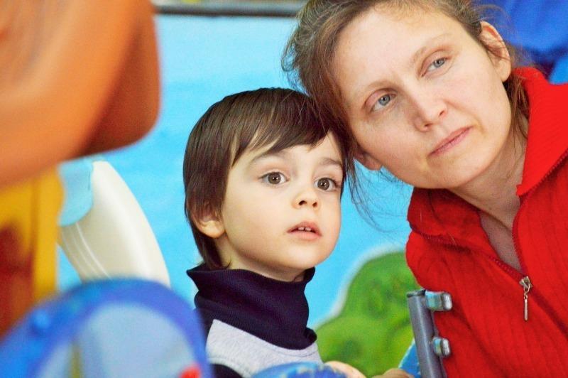 5 грубых ошибок, которые взрослые совершают, общаясь с чужими детьми