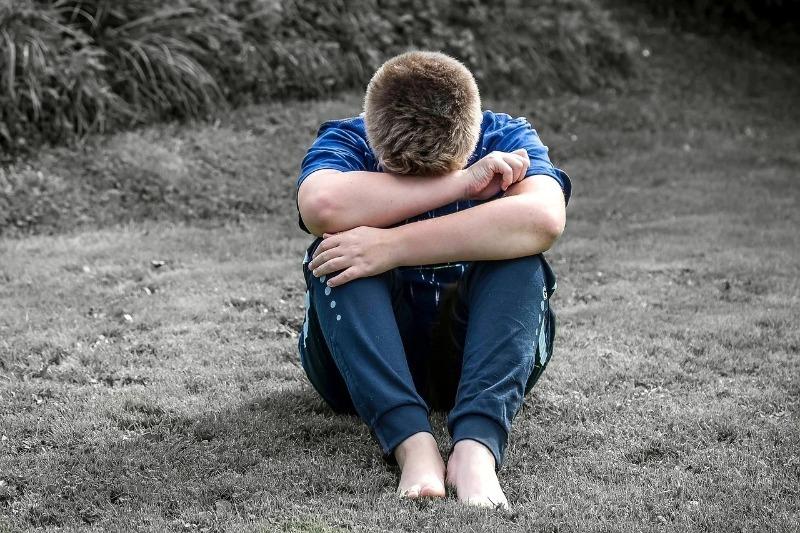 Что подталкивает ребенка к дракам и хулиганству: 7 причин и способы их устранить