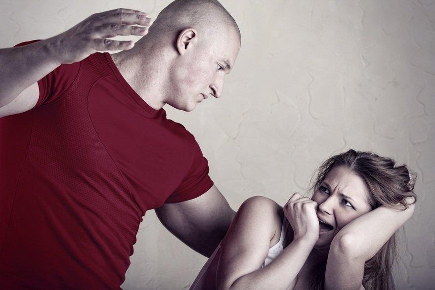 Муж-тиран: причины, признаки, что делать по советам психологов