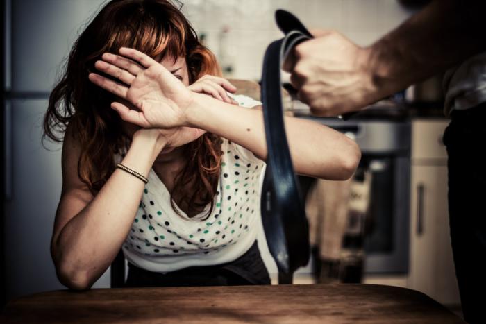 Насилие в семье над женщиной